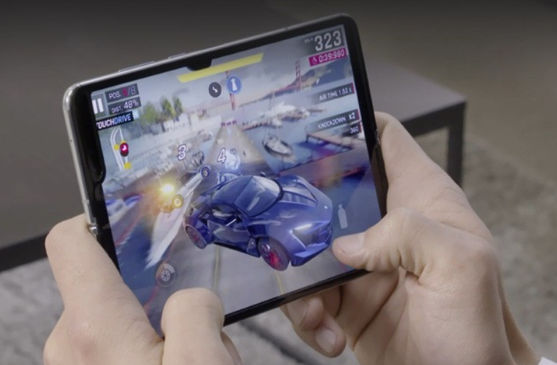 Chơi game Samsung Galaxy Fold